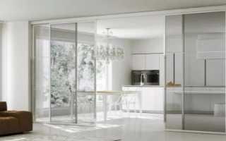 Раздвижные перегородки и двери между гостиной и кухней