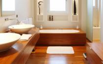 Паркетная доска для ванной комнаты