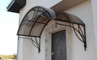 Козырек над крыльцом дома