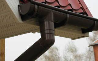Как установить пластиковые водостоки на крышу